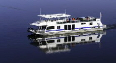 70_Silver_Houseboat_on_Lake_Powell